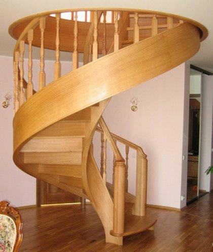 Дерев яні сходи на замовлення